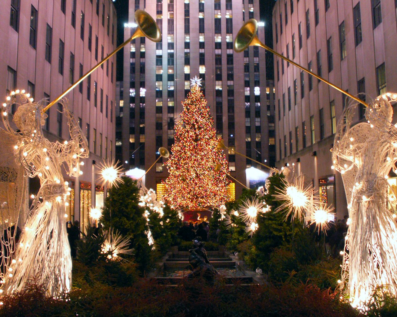 Christmas Tree In Nyc.Top Winter Nyc Events 2014 For The Tourist And Local Alike